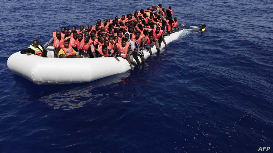 مهاجرون أنقذتهم البحرية الإيطالية -أرشيف