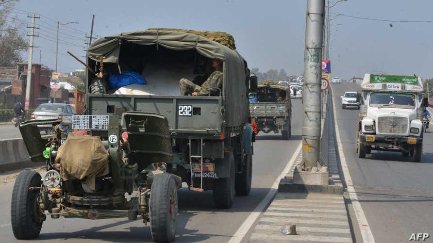 سيارتان عسكريتان تابعتان للقوات الهندية في كشمير- أرشيف