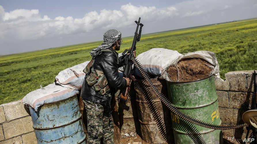 مقاتل كردي في كوباني -أرشيف