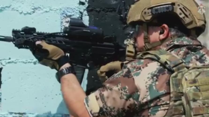 العاهل الأردني عبد الله الثاني أثناء تدريبات عسكرية