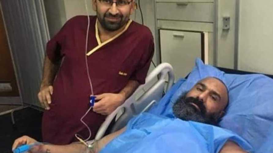 ناشطون قالوا إن أبو عزرائيل تعرض للضرب بعد طرده من قبل محتجين في ساحة التحرير وسط بغداد