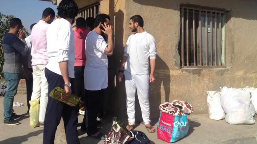 سجناء العفو الرئاسي يغادرون سجن طره جنوب القاهرة