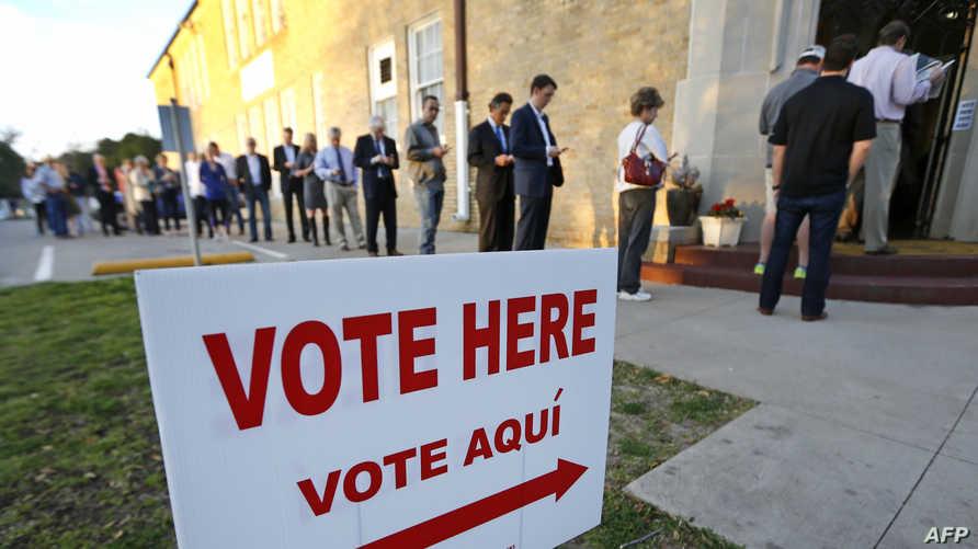 ناخبون يصوتون في انتخابات الثلاثاء الكبير