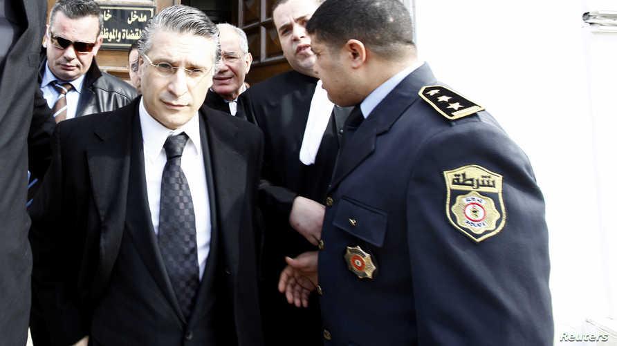 """رجل الإعلام التونسي نبيل القروي خلال توجهه لمحاكمة بخصوص فيلم بث عبر قناة """"نسمة"""" عام 2012"""