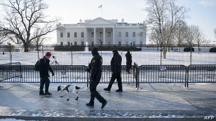 استعدادات لعاصفة ثلجية في واشنطن