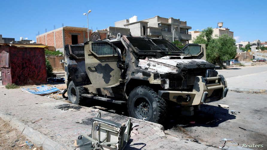 مدرعة مدمرة تابعة لقوات حفتر