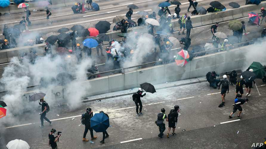 مواجهات بين الشرطة ومتظاهرين في هونغ كونغ