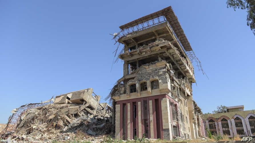 مبنى من جامعة الموصل تعرض للتدمير بسبب الاشتباكات