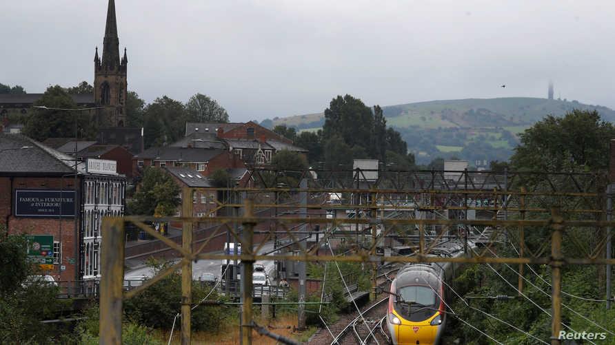 قطار يتجه من لندن إلى مانشتر في بريطانيا - أرشيفية