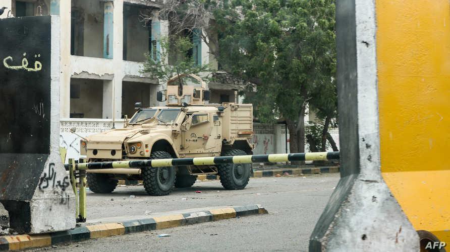 عربة مصفحة تابعة للجيش اليمني في مدينة عدن - 17 أغسطس 2019