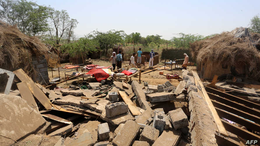 آثار غارات جوية سابقة في اليمن