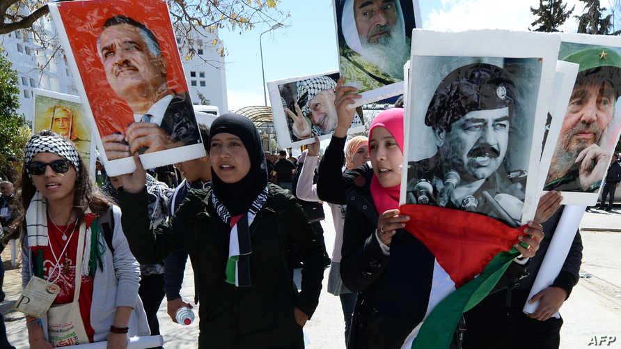 ناشطون فلسطينيون يرفعون صور جمال عبد الناصر وصدام حسين وياسر عرفات وكاسترو وأحمد ياسين
