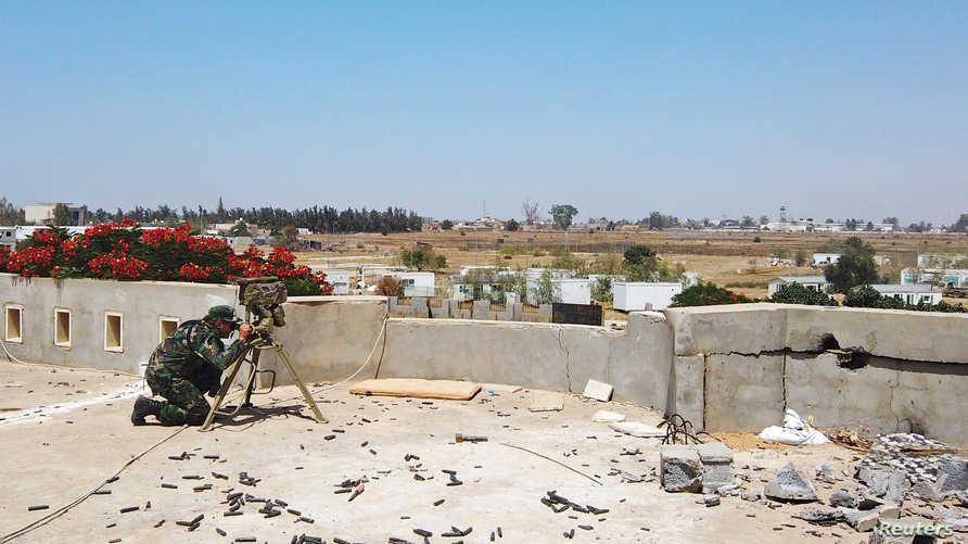 جندي تابع لحكومة السراج في العاصمة الليبية طرابلس