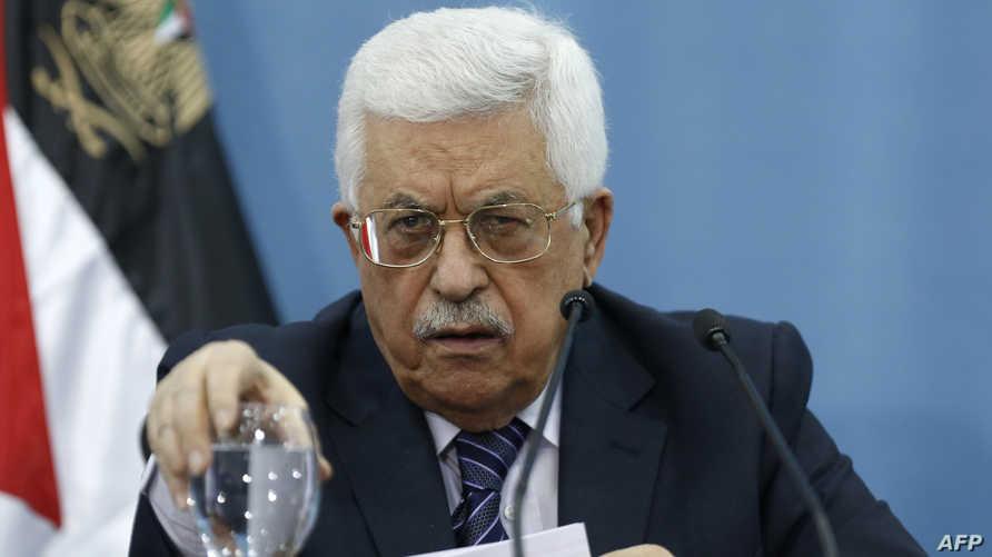 رئيس السلطة الفلسطينية محمود عباس خلال لقائه صحافيين في رام الله