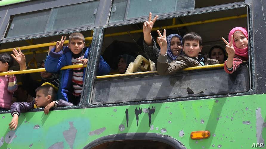 سوريون سبق إجلائهم من الفوعة وكفريا
