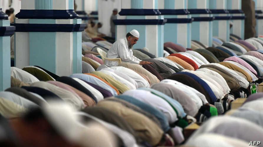 إن الدعوة لاعتماد القراءة التاريخية للنصوص الدينية يعززها أن القرآن لم يهبط دفعة واحدة