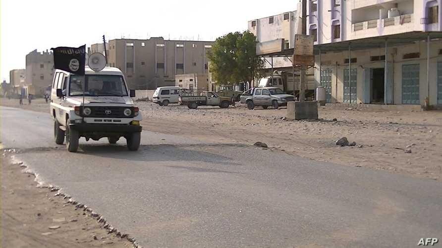 سيارة تابعة لعناصر يشتبه في انتمائها لتنظيم القاعدة في جنوب اليمن