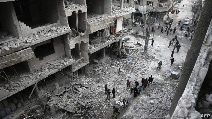 الدمار في الغوطة الشرقية بعد القصف السوري والروسي (أ ف ب)