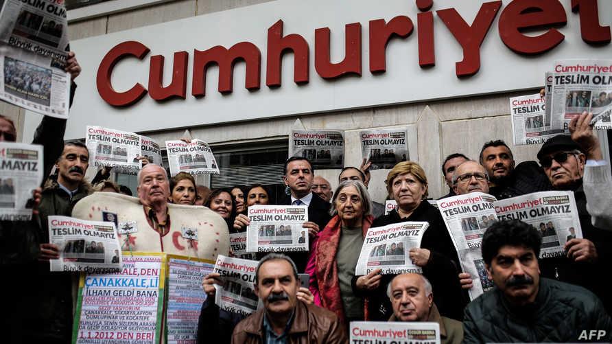 مظاهرة أمام مقر صحيفة جمهورييت التركية