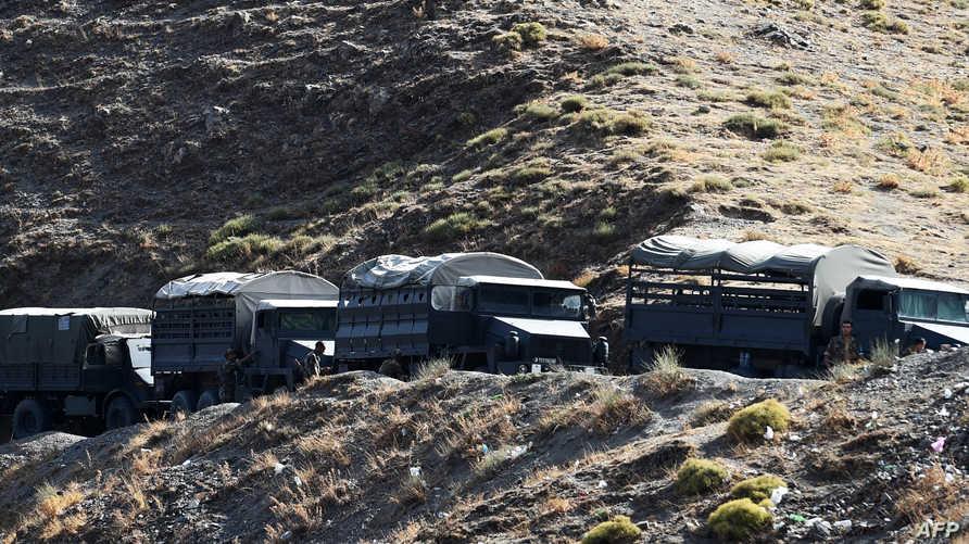 شاحنات عسكرية جزائرية في إحدى المناطق الجبلية في شرق البلاد- أرشيف