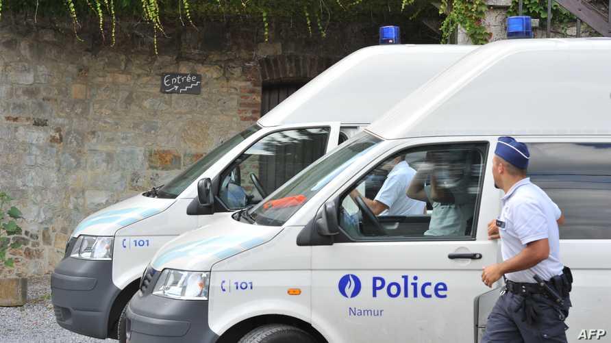 عناصر من الشرطة البلجيكية خلال عملية مداهمة