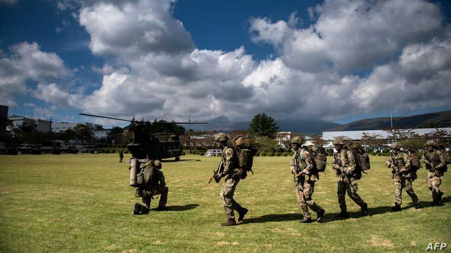 جنود من الجيش البريطاني مناورة عسكرية باليابان