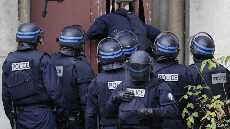 الشرطة الفرنسية تقتحم شقة في سان دوني