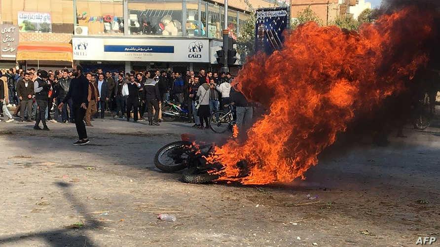 متظاهرون غاضبون في مدينة أصفهان وسط إيران