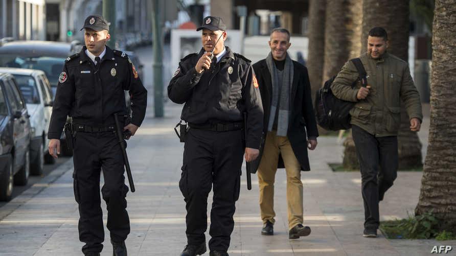 عنصران في الشرطة المغربية