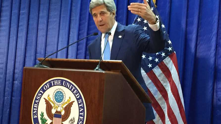 كيري خلال حديثه في بغداد