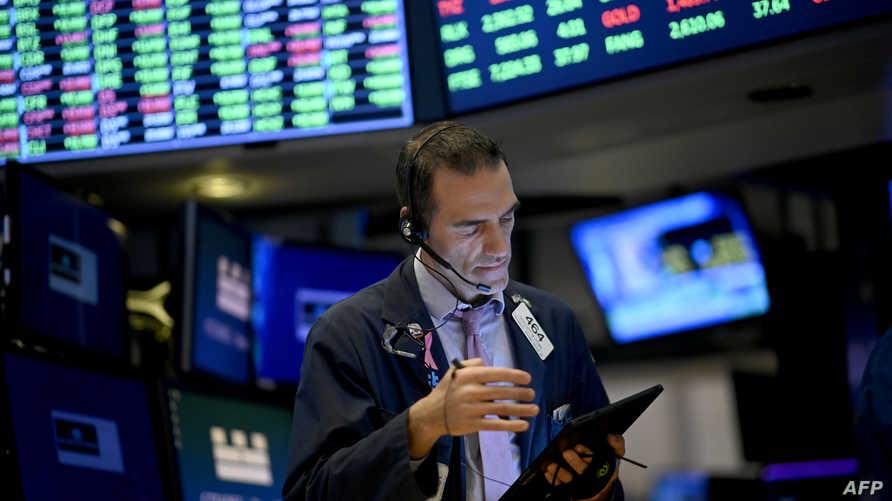 مستثمر في سوق وول ستريت للأسهم