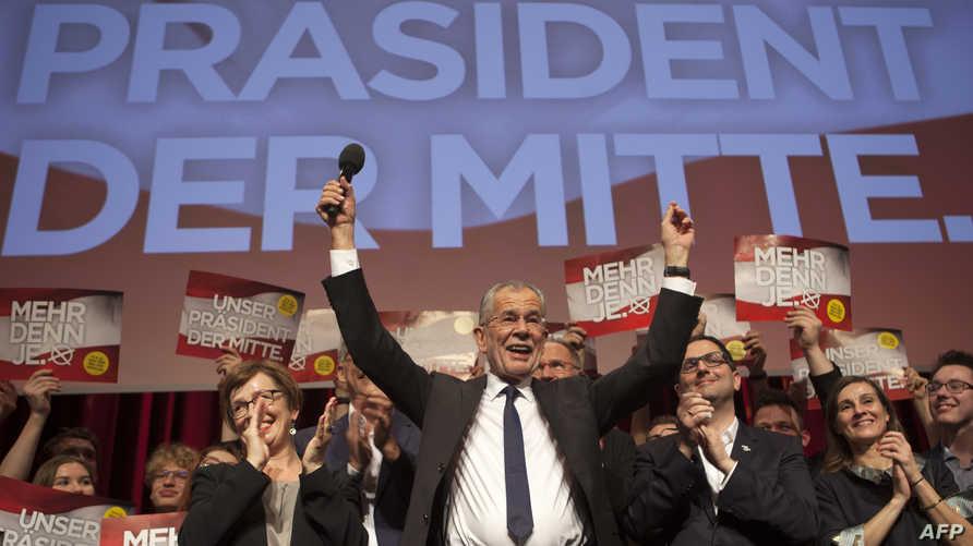 الكسندر فان دير بيلين يحتفل مع أنصاره