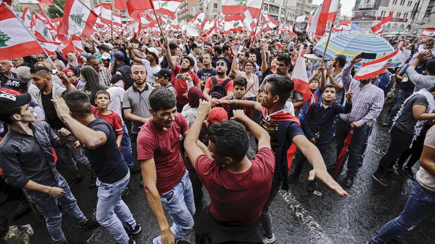 متظاهرون في مدينة طرابلس اللبنانية
