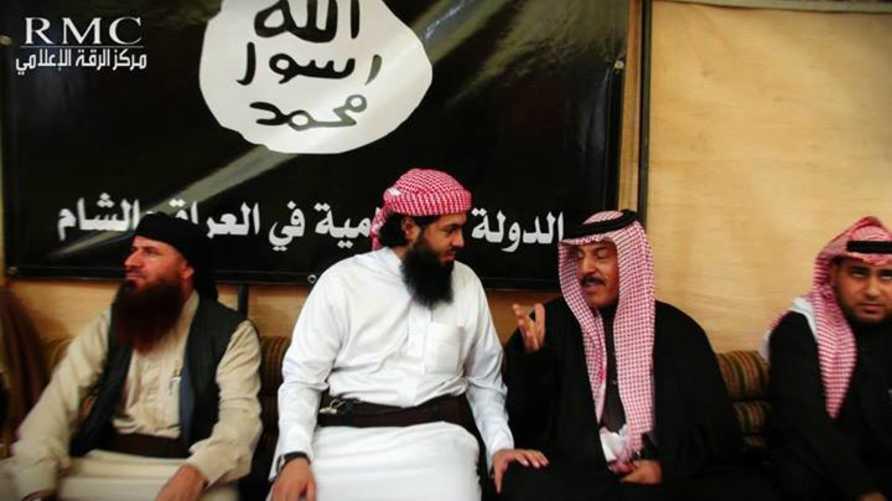 وجهاء عشائر يبايعون داعش في دير الزور