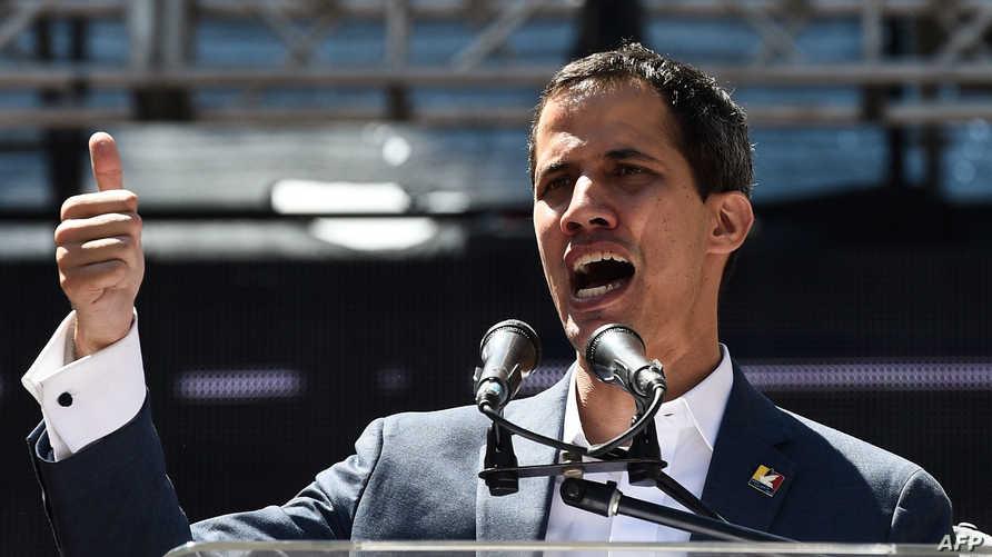 خوان غوايدو يتحدث أمام مناصريه الثلاثاء