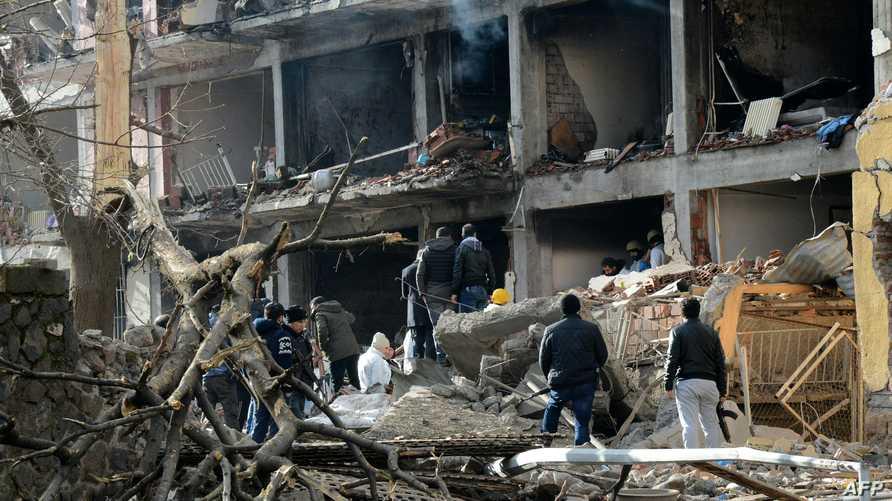 مخلفات الهجوم بالسيارة الملغومة في ديار بكر