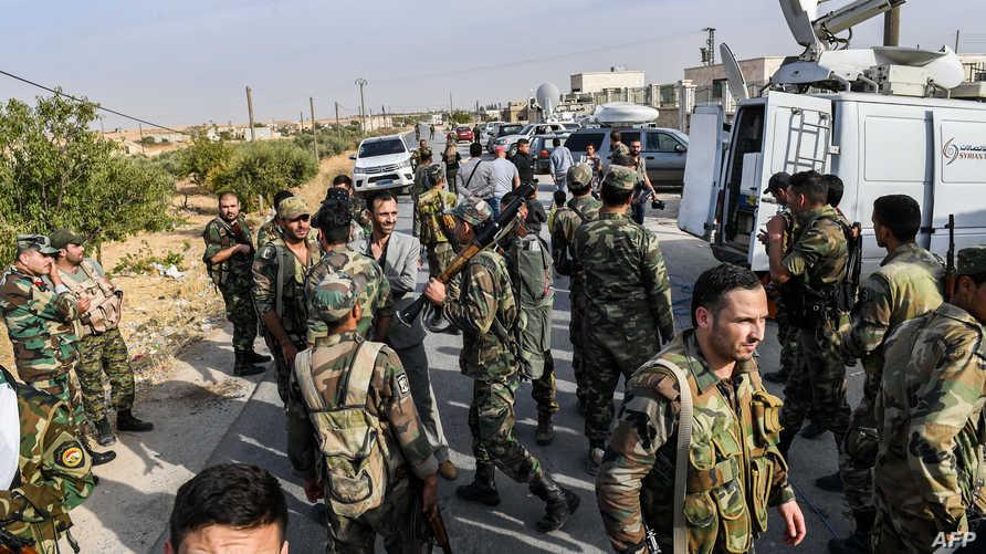 عانصر في القوات النظامية السورية قرب منبج
