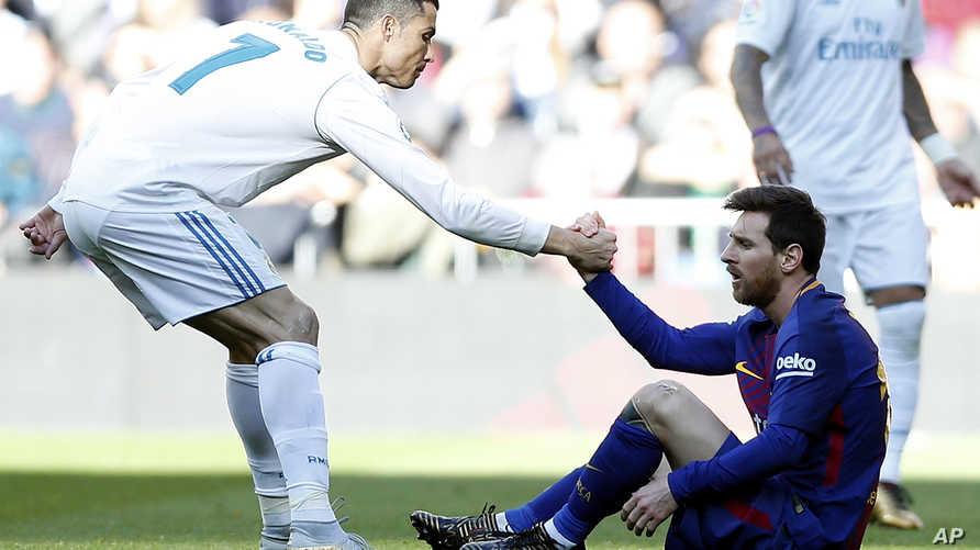 رونالدو يساعد ميسي على النهوض في مباراة بالدوري الإسباني
