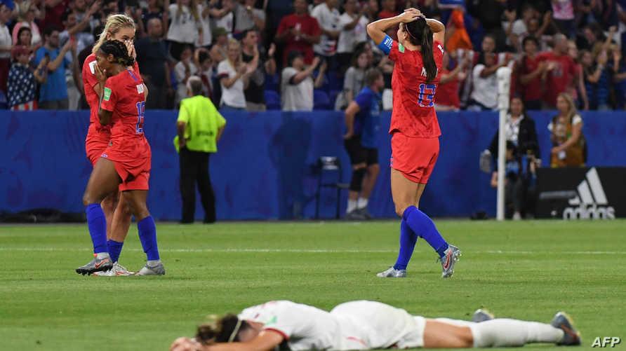 لاعبات أميركا يحتفلن بفوزهن على إنكلترا ووصولهن إلى نهائي مونديال 2019 في فرنسا