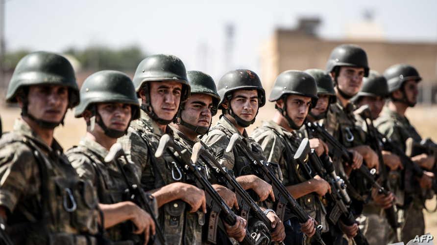 عناصر من الجيش التركي على الحدود السورية