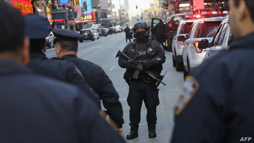 عناصر من الشرطة في حي مانهاتن بنيويورك بعد الهجوم