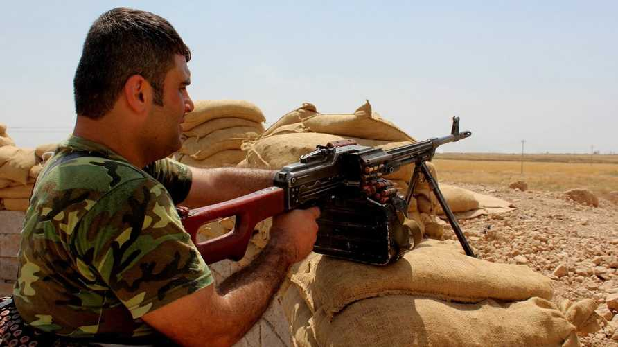 أحد عناصر قوات البيشمركة خلال الاستعداد لمعارك تحرير الموصل