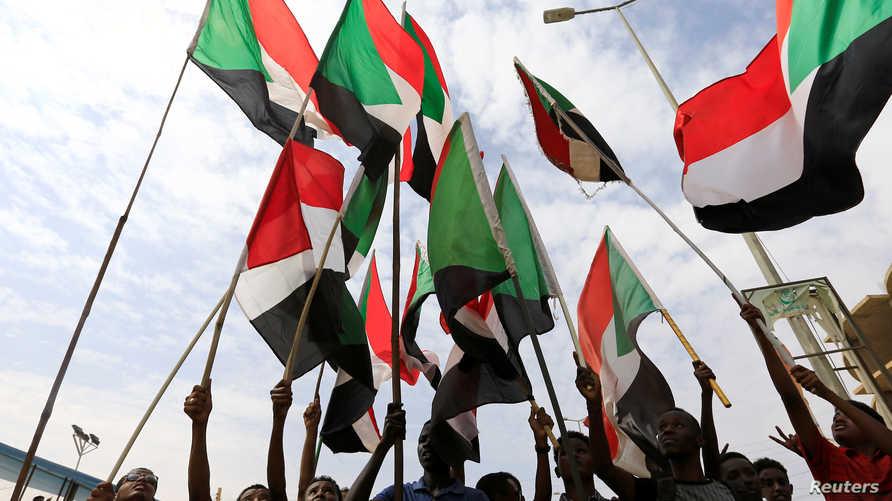 سودانيون ينددون في مسيرة بتاريخ 1 أغسطس 2019 بقتل الطلاب في الأبيض