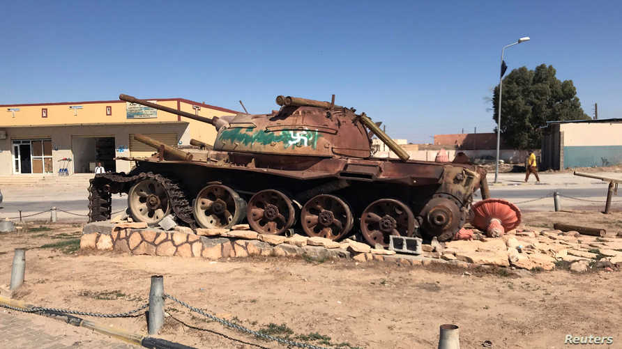 مركبة عسكرية مدمرة في بني وليد- أرشيف