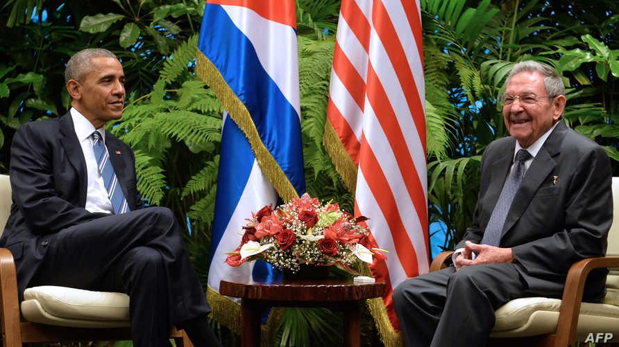 الرئيس باراك أوباما مع الرئيس الكوبي راوول كاسترو
