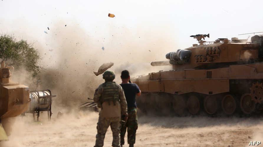قوات تركية متمركزة في بلدة راس العين تقصف المناطق التي يسيطر عليها الأكراد
