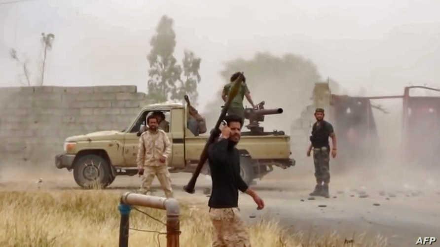 مقاتلون تابعون لقوات حفتر في ليبيا