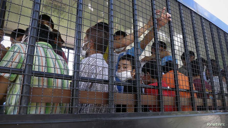 فصلت السلطات ما يقرب من نصف مليون طفل عن أسرهم