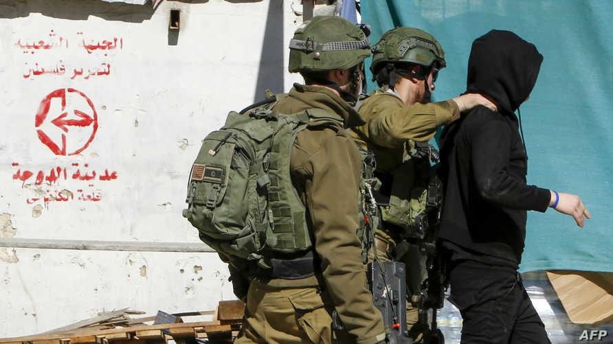 الجيش الإسرائيلي يوقف فلسطينيا