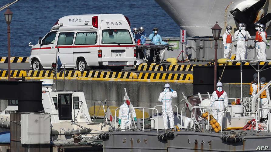 خلال تعامل الطواقم مع الحالات المصابة بفايروس كورونا على متن السفينة اليابانية